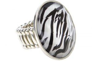 A stunning Zebra-Stone ring